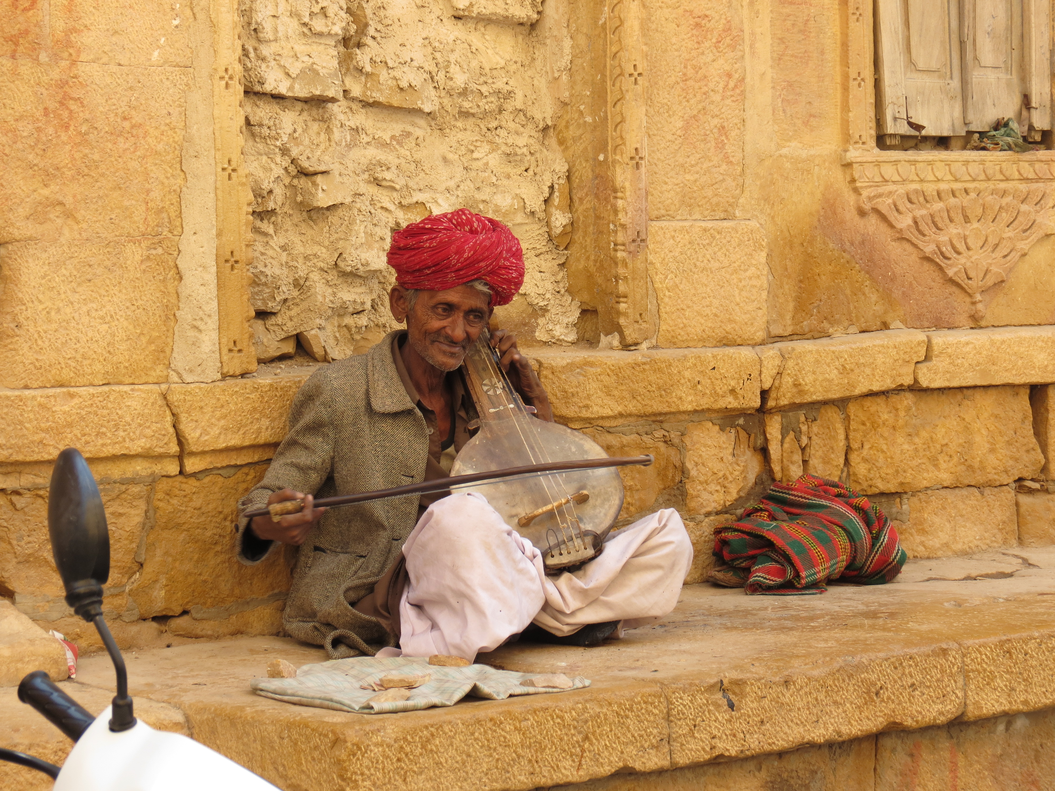 Luca Errera, Daniela Trastulli, India, Rajasthan, Jaisalmer, uomo, mendicante, musicista