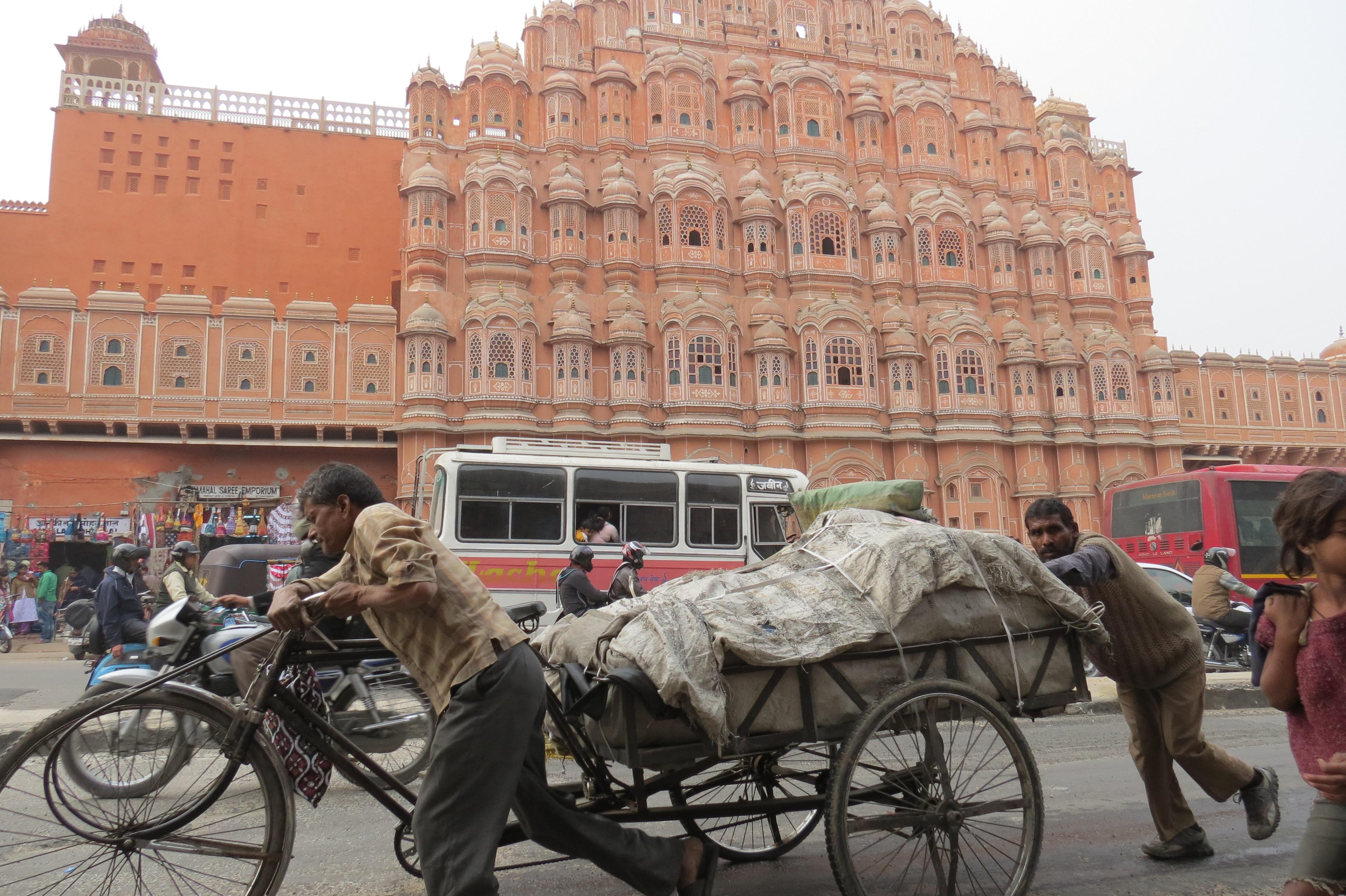 Luca Errera, Daniela Trastulli, India, Rajasthan, Jaipur, palazzo dei venti, carretto